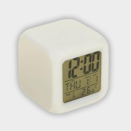 Часы-будильник, дата, температура, пластиковый корпус, белые